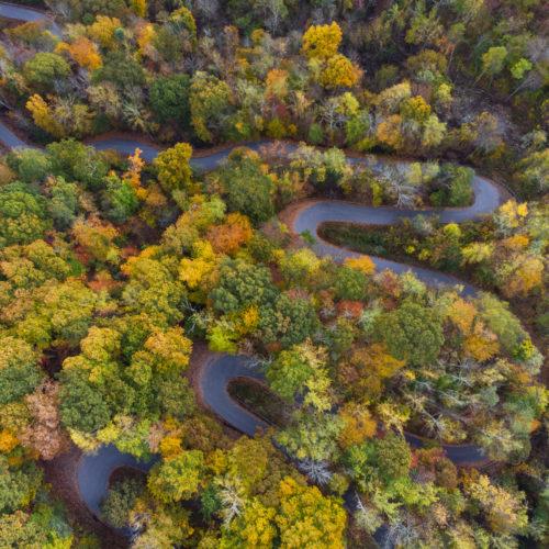 carreteras sinuosas a lo largo de la frontera de Tennessee Carolina del Norte
