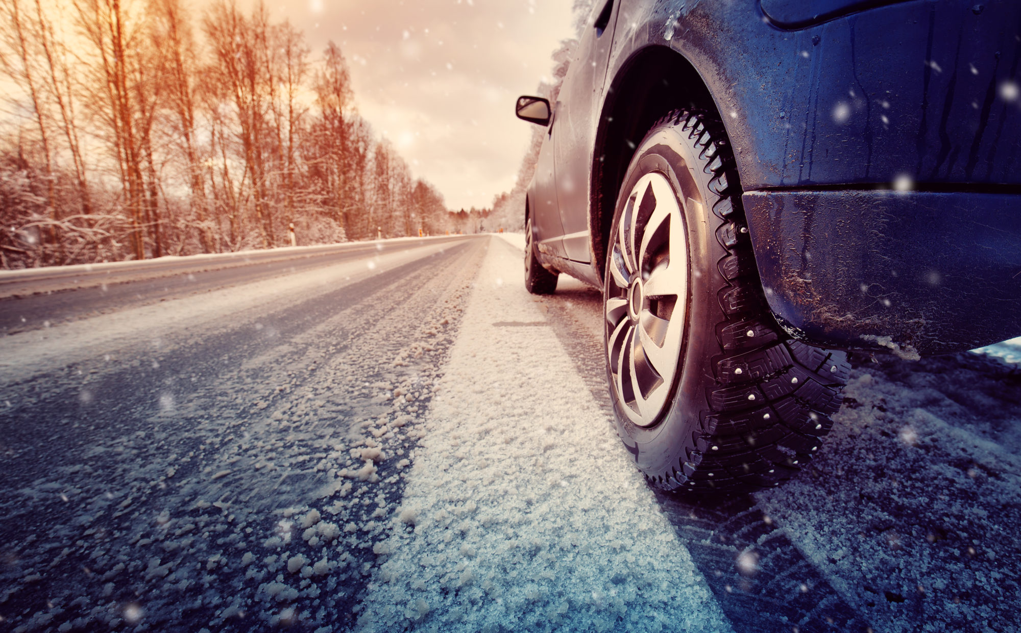 cars navigating winter weather in Nashville, TN